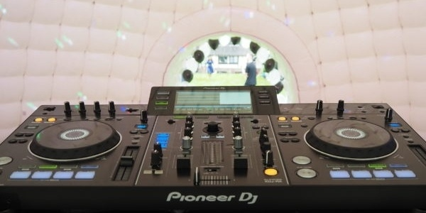 Pioneer DJ Setup in our Igloo twitter size.jpg
